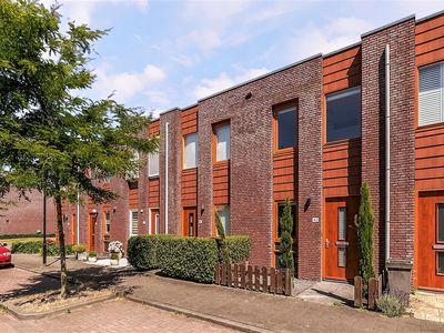 Opper Van Treurenstraat 42 te Heinenoord