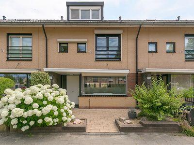 Van Doesburgveld 28, Barendrecht