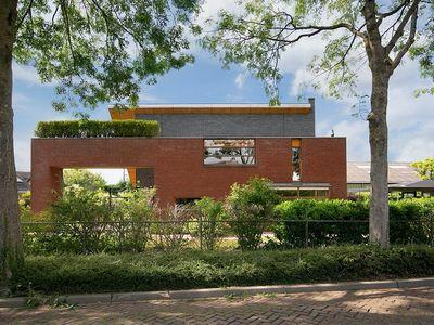 Pastoor van Luenenstraat 2C, Achthuizen